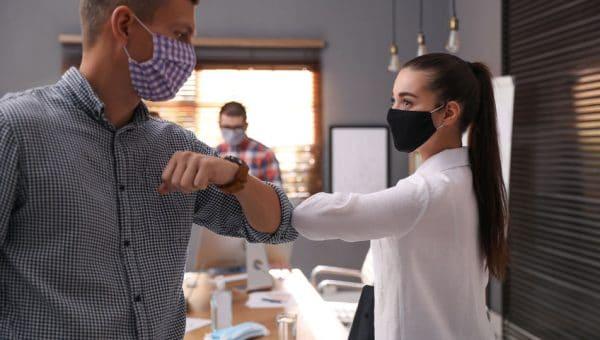Entreprise: 3 raisons d'offrir un masque personnalisé à vos partenaires